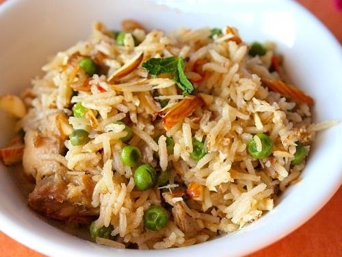 Плов из риса и нежирного отварного мяса